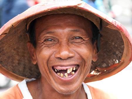 homme sans dents